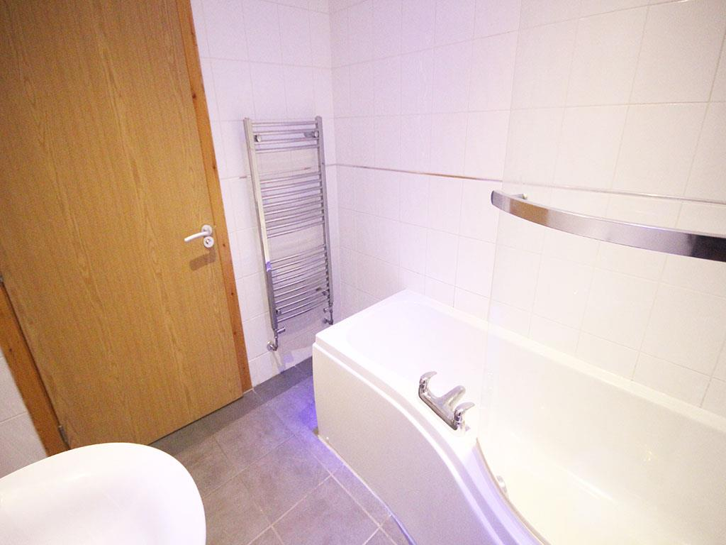 2 bedroom apartment To Let in Colne - IMG_3448.jpg